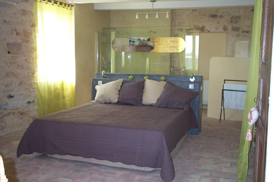 Salle de bain ouverte dans chambre avec des for Salle de bain ouverte sur chambre
